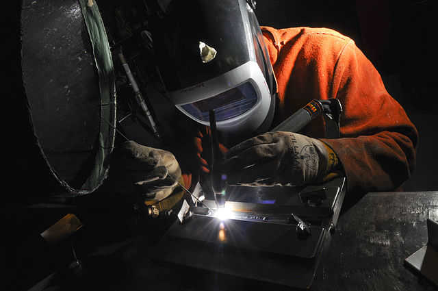 Safety recommendations while performing gas welding by technician